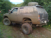 1995 Nissan Pathfinder XE SUV 4x4 Crossover Truck