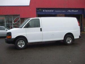 "GMC Savana Cargo Van RWD 2500 135"" 2010"