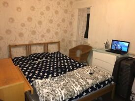 Double Room for a non-smoking Professional!