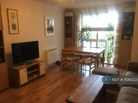 2 bedroom flat in Caravel Close, London, E14 (2 bed) (#1136033)