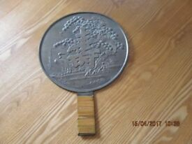 Japanese Geisha mirror, solid bronze antique in good condition