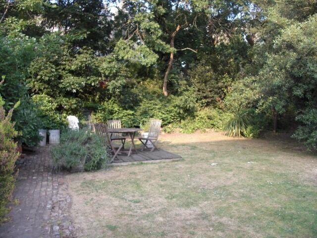 BRAND NEW! 4 bedroom house, huge garden, split-level - AVAILABLE NOW!!!