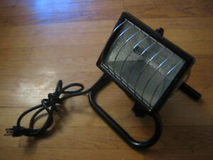 Heavy duty portable halogen work light