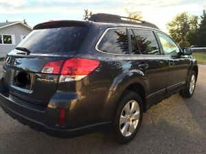 2011 Subaru Outback SUV, Crossover Sunroof All wheel drive!