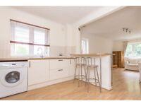 2 bedroom flat in Woodside Grange Road, North Finchley, London, N12