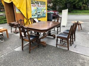 Walnut dinning room table and chair