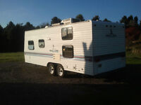 20' travel trailer in excellent condition