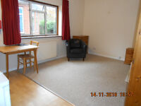 LARGE CLEAN SINGLE BEDSIT ROOM in FLEET, Hants. GU52 6AE