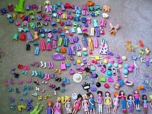 IN SEARCH OF - POLLY POCKETS WITH RUBBER CLOTHING
