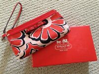 Authentic Coach Cluth ( Brand new )