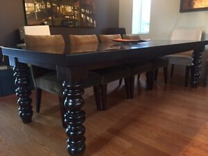 Spectacular Dining Room Table and Chairs