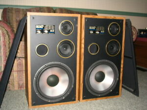 Stereo Speakers - Excellent Condition