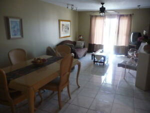 LOCATION CONDO HALLANDALE, FLORIDE