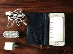 iPhone 5 S et accessoires et    haut-parleur Bose/ iPod gratuit