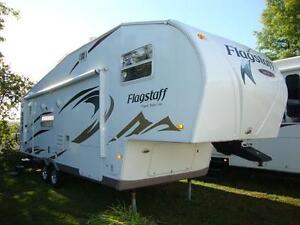 Fifth wheel Forest River Flagstaff, modèle 8528GTSS, 2010, 30pi