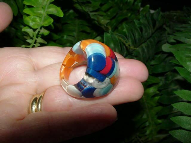 Vintage - size 6 - LUCITE RING - confetti / pill / discs - domed