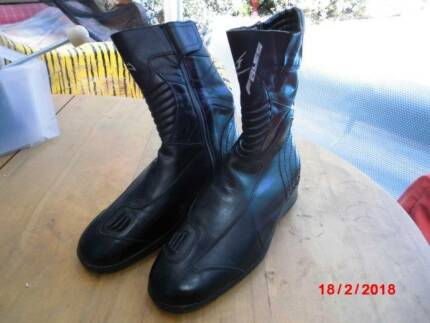 Falco motorcycle boots as new