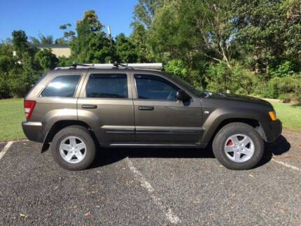 Jeep Grand Cherokee Laredo V8