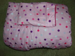 Twin comforter and pillow case