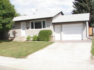 222 SHEA CRESCENT REDUCED MUST SELL