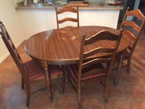 Very Nice Dark Walnut Dinning table and 5 Chairs  $200.00 obo