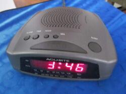 Vintage AcuRite Compact Alarm Clock FM/AM Radio, Model No. 80181C