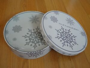 Set of 4 white snowflake printed dessert plates salad plates NEW