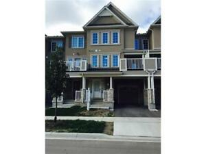 Urban 3-bedroom townhouse in North Oakville
