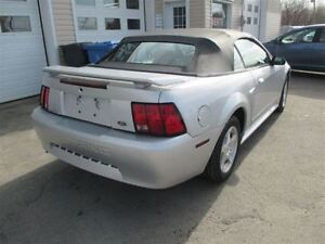 2001 Ford Mustang tout equipe Cabriolet