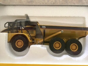 CAT 725 - Articulated Truck (New unopened) NORSCOT
