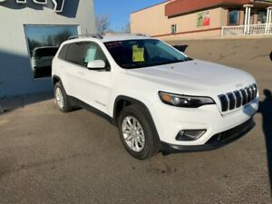2019 Jeep Cherokee 4x4 North  Low Low mileage