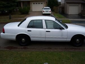 2010 CROWN VICTORIA MUST SELL DUE TO WEDDING