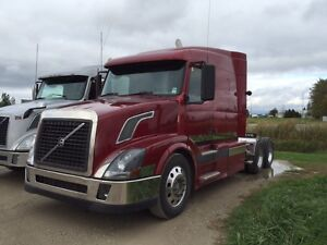 2004 Volvo VNL630 Highway Tractor for Sale
