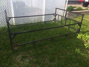 Rack de fer pour boite de camion de 8 pieds