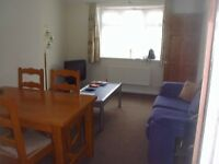 Single room in 4 bed house of Postgrads. 3 Mins from Uni.2 toilets & bathrooms. Parking.