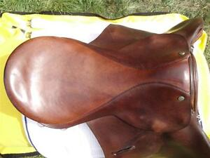 "16.5"" Barnsby English Saddle Penticton Kelowna image 2"