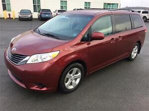 Low Kms! 2014 Toyota Sienna LE