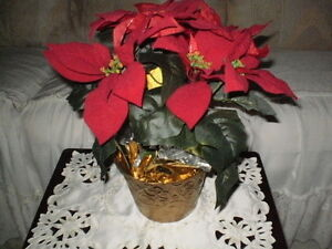 ARTIFICIAL RED CHRISTMAS POTTED POINSETTIA FLOWERS IN GOLD POT