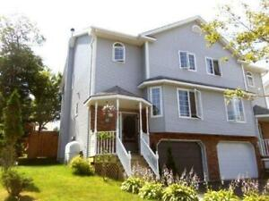 Tastefully furnished 3bdrm townhouse in great location - July 1