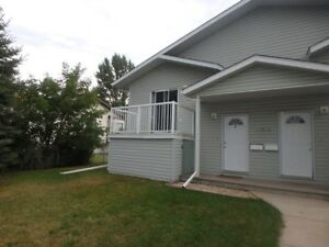 #4822 - 2 Bedroom Suite in Central Location! $1075 Avail Oct 1st
