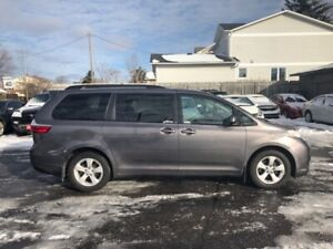 2017 Toyota Sienna LE 8 PASSENGER-WHY PAY MORE?