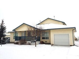Price Reduced to $328,000! 2003 townhome close to the Royal Alex