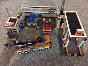 Lego City Garage With Towtruck  and Car Kitchener / Waterloo Kitchener Area image 4