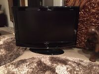 SAMSUNG 32 INCH HD LCD TV FOR SPARES OR REPAIRS ( DOES WORK HOWEVER ) HAS REMOTE, CABLE & MANUAL
