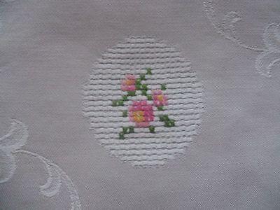 Tischdecke Baumwoll-Damast kl. handbestickte Röschen Borte 90x140 beige CB975