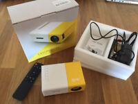 Smartphone projector - Artlii LED mini projector - Brand New