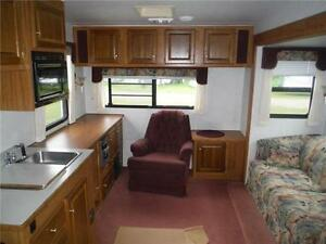 1999 Golden Falcon 28RLG 5th Wheel Trailer with Slideout Stratford Kitchener Area image 4