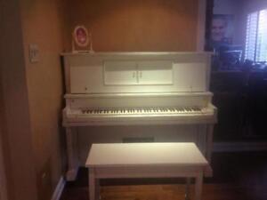 Accordeur de piano spécialiste en restauration de piano ancien.