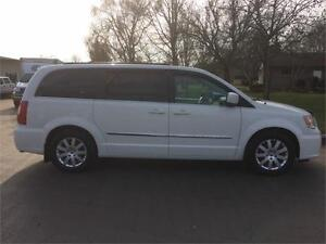 2013 CHRYSLER TOWN AND COUNTRY TOURING Belleville Belleville Area image 6