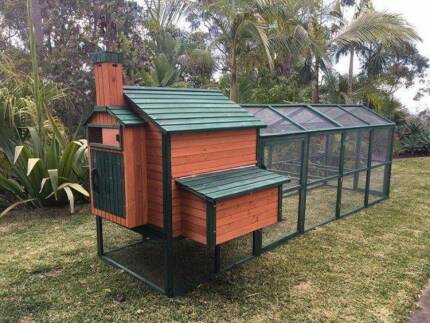 Somerzby Resort Chicken Coop - Long Run